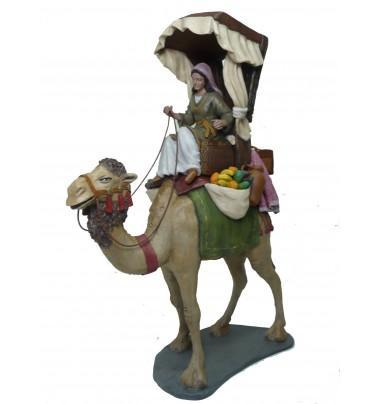 Pastora a camello con carga